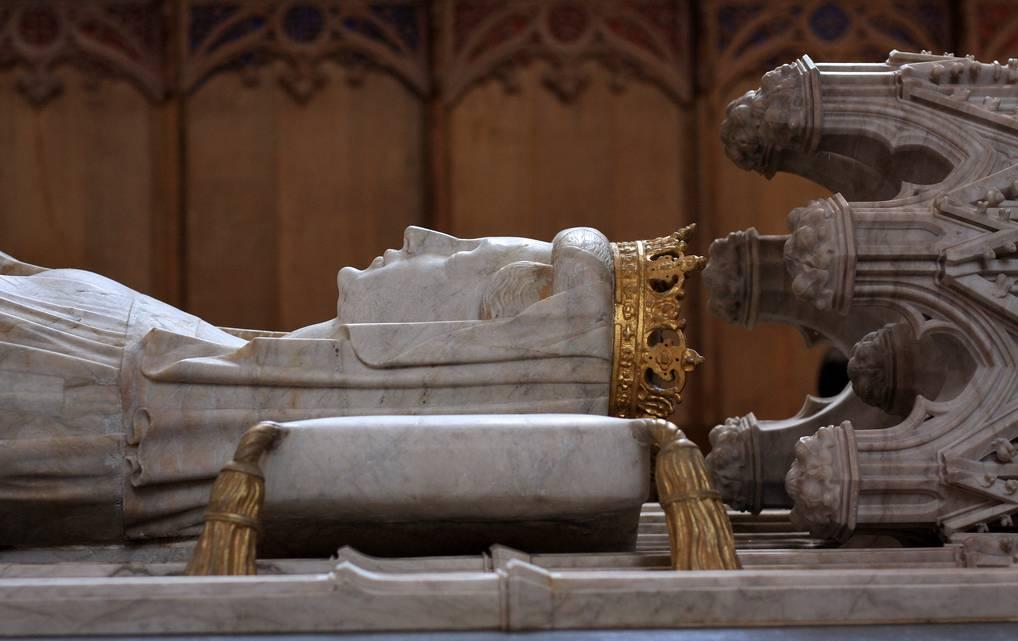 Drottning Margareta levde mellan 1353 och 1428. Hon var drottning övre Sverige, Norge och Danmark och grundade Kalmarunionen. Hon ligger begravd i Domkyrkan i Roskilde.